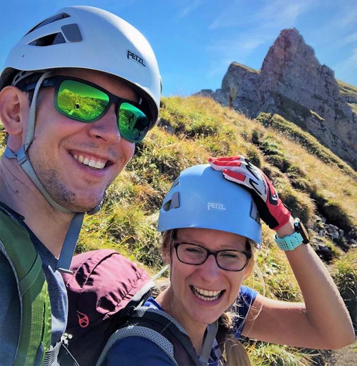 Noch lachen sie: Obwohl bestens ausgerüstet für den Klettersteig, sind unsere ProduktScouts Basti Fantasti und Karin_S skeptisch