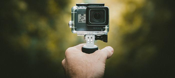 Das Actioncam-Case hält Staub, Schmutz und Nässe von der Kamera fern. Leider auch den Ton.