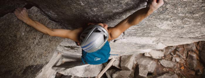 Daypack Alltag: Ein guter Allrounder macht auch beim Klettern eine gute Figur.