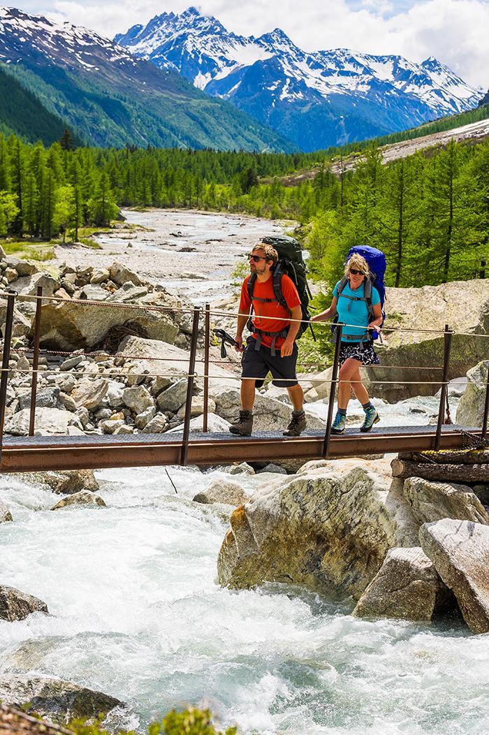Auf einer längeren Tour durch die Wildnis braucht man einen guten Trekkingrucksack.