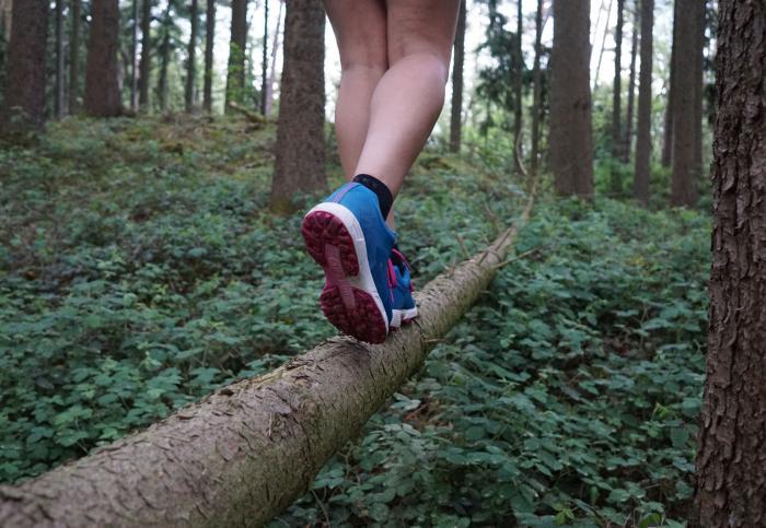 Balanceakt linker Fuß vorn