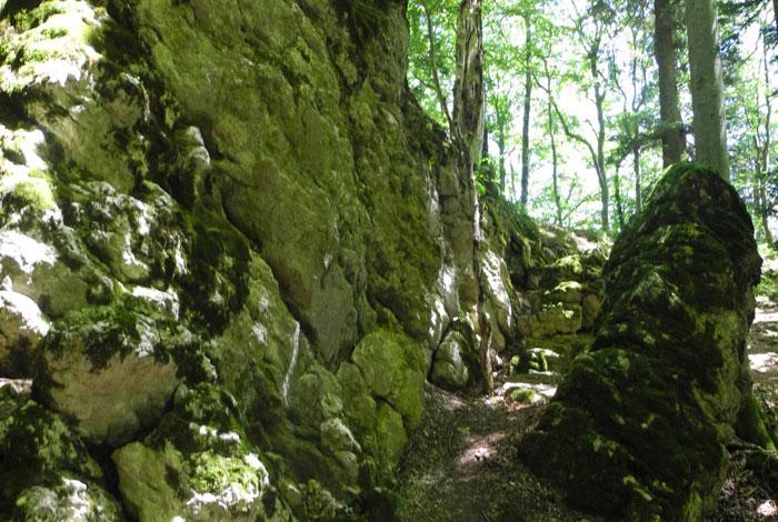 Bizarre Felsformationen werden beim Durchwandern des Felsenmeers passiert. © Philipp Sauer