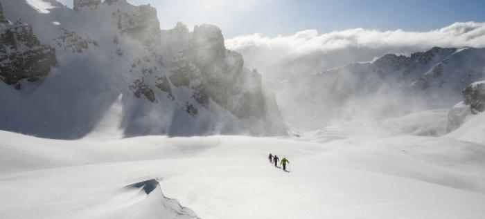 Einsame Skiwanderungen in unberührten Landschaften - darum geht's bei Skitouren.