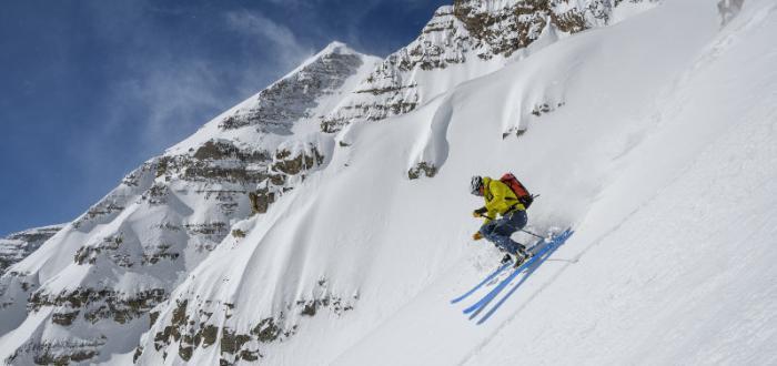 Auch bei der Abfahrt muss ein guter Allround-Skitourenstiefel ordentlich performen und Spaß machen.