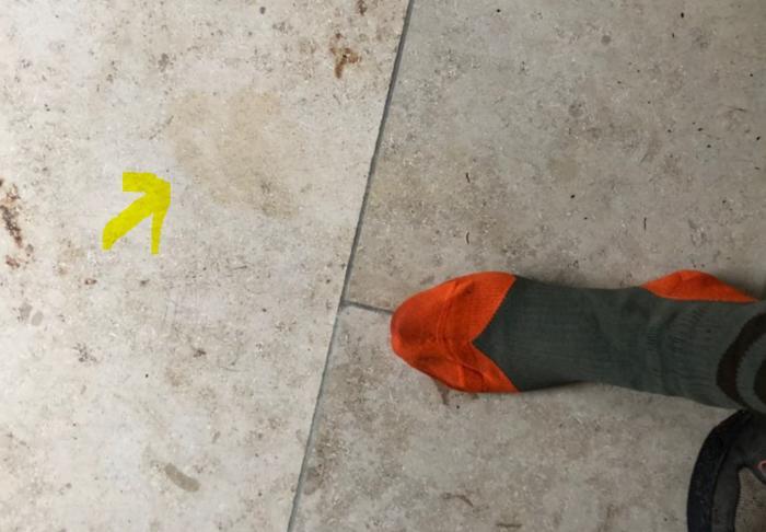 Fußabdruck nach der Tour, leicht feucht vom Schuh