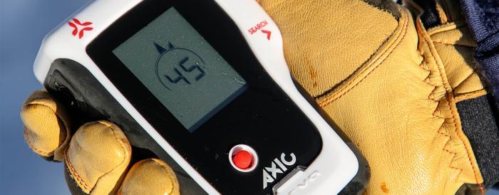 Basis der Notfallausrüstung: Beim LVS-Gerät sind eine große Reichweite und ein schneller Suchmechanismus wichtig | Foto: ROCK'nd SNOW Berg- und Skischule