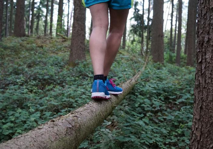 Balanceakt beide Füße unten
