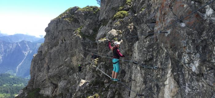 Geeignet für Familien mit Kindern: Klettersteig an der Kanzelwand. Foto: KWT/Bergschule Kleinwalsertal