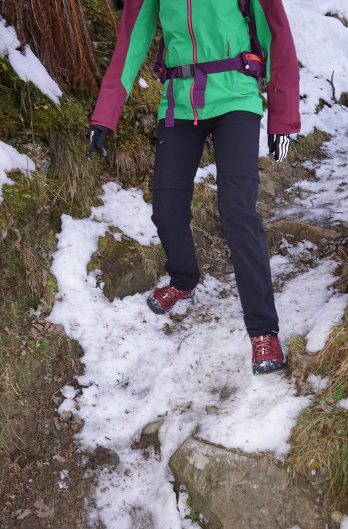 Bergab auf Eis und Schnee