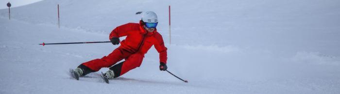 Sobald ein taillierter Ski aufgekantet wird, fährt er eine Kurve | Foto: ROCK'nd SNOW Berg- und Skischule, Stefan Langkau