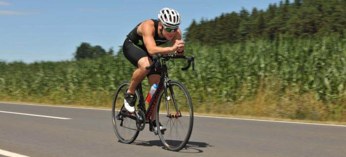 Ausdauersport par excellence. Beim Rennradfahren im Sommer darf die Trinkflasche nicht fehlen. Foto: ROCK'nd SNOW Berg- und Skischule, Joschka Huber