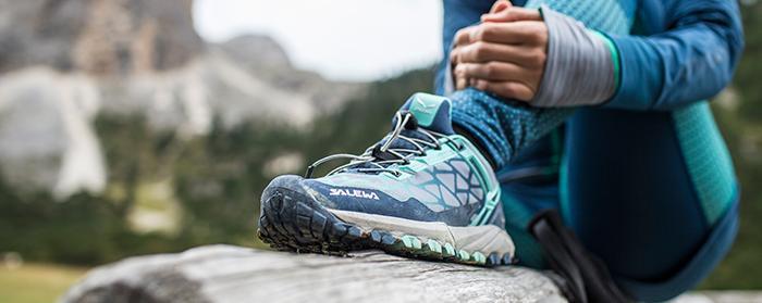 Der richtige Trailrunningschuh zeichnet durch eine ganze Reihe von Eigenschaften aus, am wichtigsten ist aber, dass er passt. Hier gilt es verschiedene Schuhe auszuprobieren und so die individuell beste Passform zu finden. (Foto: Salewa)