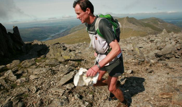Steve Birkinshaw beim Dragon's Back Race - ohne die richtige Ausrüstung kein Bergrennen